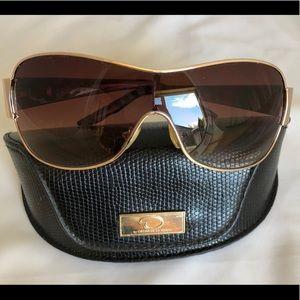 Oscar de la Renta Gold Frame Sunglasses